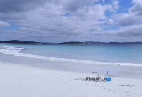 Goode Beach: Frenchman Bay pure quartz sand